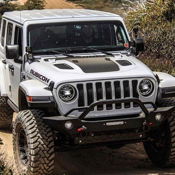 jl-Rubicon-jeep-hood-blackout-sevenslat